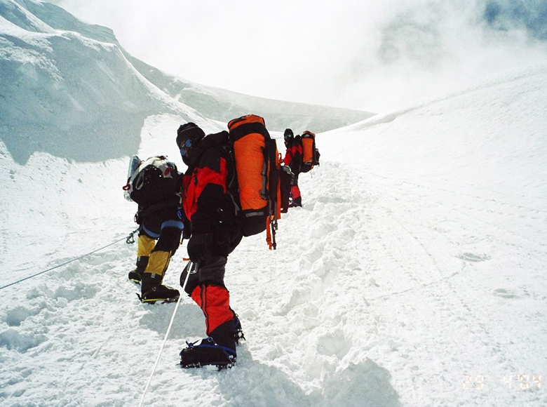 The Indian Naval Expedition to Mount Everest-2004